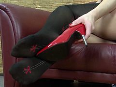 Watch this super hot babe in her tight and black tights exposing only her wet and fresh pussy in Film Digital sex clips.