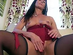 Busty mature mom Lelani Tizzie is brand new to the porn world, but is quite the pro at using toys and fingers to make her craving twat tingle with orgasmic pleasure!