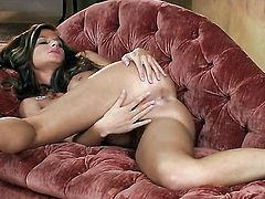 Daisy Lynn with huge jugs and clean bush is full of desire to fuck herself with dildo