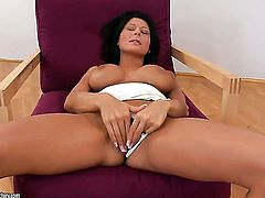 Brunette Alison Star going solo on cam