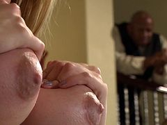 Curvaceous blodnie Jessie Rogers gets eaten by buff black dude