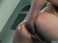 Extremely seductive brunette whore loves pussy fisting