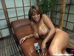 This chubby babe Ava Devine is going to have some slippery fun on a fucking machine! Oh, this honey is so fucking amazing and sexy!