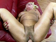 Watch this old babe getting fucked in her butthole by her new perverted neighbour who loves big mammas in 21 Sextury sex clips.
