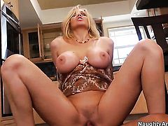 Alan Stafford plays hide the salamy with Julia Ann with giant breasts and trimmed pussy