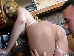 Donna Bell lets man cover her nice face in jizz