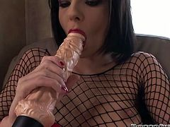 Horny babe masturbates her seasoned tired pussy and fucks it by a dildo. Then cams operator excites and gives her a cock to suck it. Watch this chick in Fame Digital xxx video!
