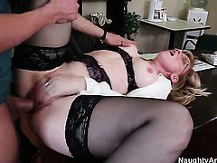 Xander Corvus gives sex obsessed Nina Hartleys wet hole a try in steamy sex action