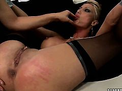 Blonde Katy Parker with giant jugs offers her muff pie to lesbian Pearl Diamond