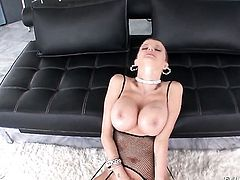 Joslyn James knows how to take oral sex to the whole new level