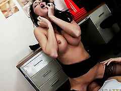 Jessica Jaymes opens her love box to take Chris Johnson s fuck stick
