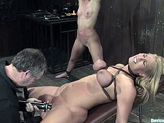 We all remember these wild and cruel chicks on the pitch in Ultimate Surrender! So here is how they practice, using the methods of fetish and BDSM sex!