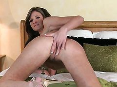 Daisy Lynn with massive knockers and shaved bush cant stop playing with her pussy hole