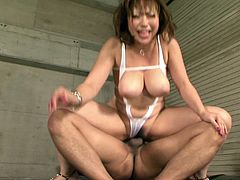Watch this hottie getting her wet and hairy pussy penetrated by her friend in his bedroom in Jav HD sex clips.