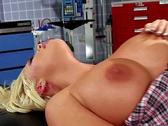Busty Britney Amber gets nailed by Kris