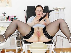 When is't about kinky masturbation then we can always count on our Head Nurse Dorotha. This slut likes it only kinky so she spreads her legs and shows us how it's done. The nurse starts by sucking a big black dido and then, fills her pussy with it. After doing so she inserts a metal speculum and stretches her snatch