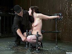 Pretty brunette Lindy Lane lets some guy put her into a pillory in a basement. Then the dude attaches weights to Lindy's awesome tits and the hottie seems to enjoy it much.