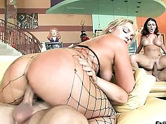 Flower Tucci is a blowjob addict and Michael Stefano knows it before she gets fucked in her butthole