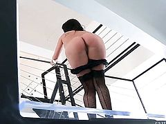 Manuel Ferrara bangs hot London Keyess pretty face with his cock before she gets her fudge packed