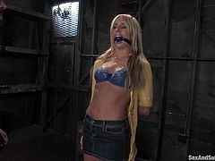 Charming blonde babe Kelly Wells is playing dirty gmaes with TJ Cummings in a basement. She lets him bind her and then enjoys having his prick in her pussy, ass and mouth.