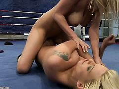 Blonde with gigantic boobs gets the pleasure from licking Simony Diamonds pussy