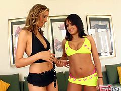 Press play on this lesbian scene where these horny ladies give you a boner as you take a look at their sexy bodies as they fist one another.