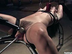 Bobbi Starr gets tied up and toyed by fucking machines