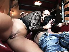 Simone Style shows her dick sucking talents in oral action with horny guy