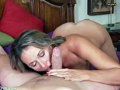 Mom in pajamas seduces and blows him