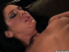 Camryn Kiss has great cock sucking experience and expands it with hard cocked dude