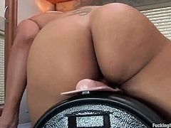This horny ebony babe believes that there is something soulful about that fucking machine. So honey plays with it once again for a hot satisfaction!
