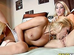 Blonde Sammie Rhodes is in the mood for pussy dildoing