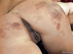 Zoey Holloway gets the hole between her legs eaten out by her lesbian girlfriend Kat Skills