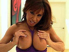 Voluptuous Devon Michaels likes to amaze with her nasty and amazing solo shows