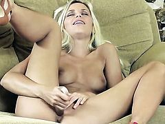 Lola Myluv gets the pleasure from pussy stroking like never before