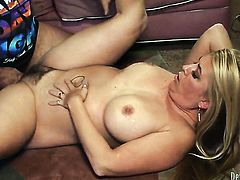 Joclyn Stone feels good with hard rod in her mouth