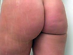 Bodied American bitch masturbates in the shower