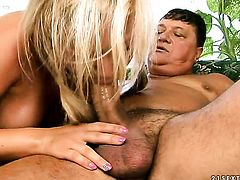 Blonde Sunny Diamond and horny dude have a lot of fun in this oral action