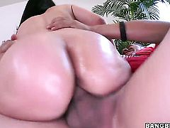 Evie Delatosso makes studs worm harder with her soft hands