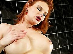 Tarra White wants Silvia Saint to lick her bush forever