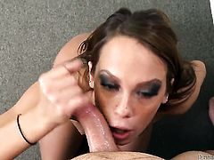 Haley Sweet has some time to give some pleasure to hot dude