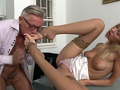 Christoph Clark fucks with blonde Teena Lipoldina
