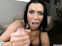 Rachel Starr with juicy ass feels intense sexual while giving handjob