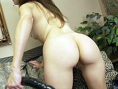 Watch Anna Malii cumming all over her toys in this solo scene where she masturbates while wearing high heels.