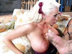 Toni Ribas gets seduced by Summer Brielle and then drills her muff