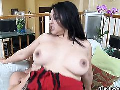 Billy Glide plays hide the salamy with Asian Mika Tan