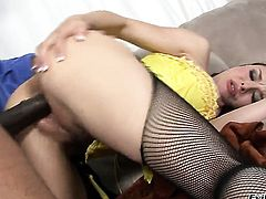 Sean Michaels admires sexy Cythereas body before she takes his sausage in her deep down her throat