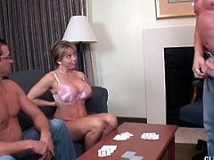 Muscular guy wins a handjob at strip poker