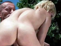 Dude bonking and pissing onto Horny blonde