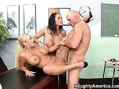 Johnny Sins makes Shyla Stylez scream and shout with his throbbing rod in her muff pie